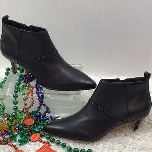 Donald Pliner black leather heeled booties